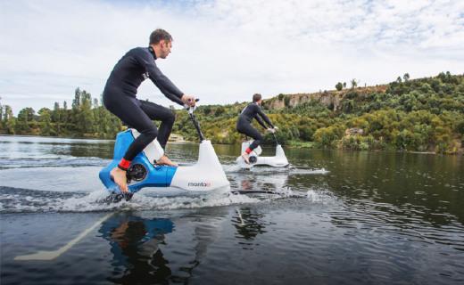 水上骑的电单车来了,户外运动?#38047;?#22909;玩的!