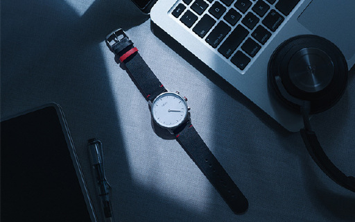 亿觅智能手表:蓝宝石表面瑞士机芯续航6个月,运动睡眠都能检测