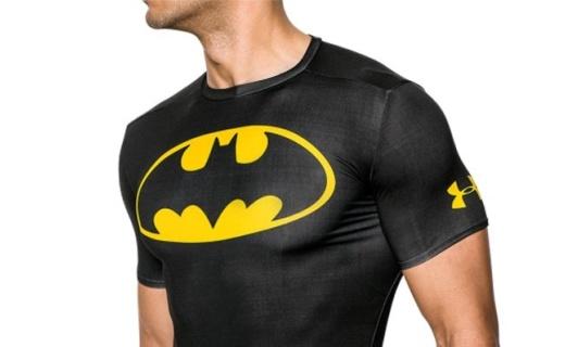安德瑪蝙蝠俠伸縮上衣:安德瑪當家面料,高速排汗有效防臭
