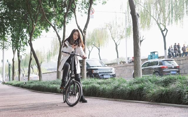 騎記電動助力自行車:帶姑娘騎車郊游,車速是關鍵