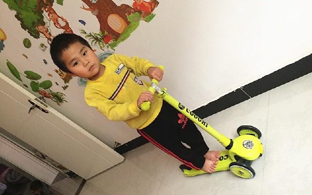 选酷骑滑板车,?#36141;?#23376;?#28822;?#31461;年!