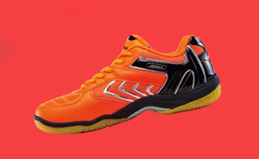 川崎羽毛球鞋:網布面料透氣舒適,蜂巢鞋底耐磨防滑