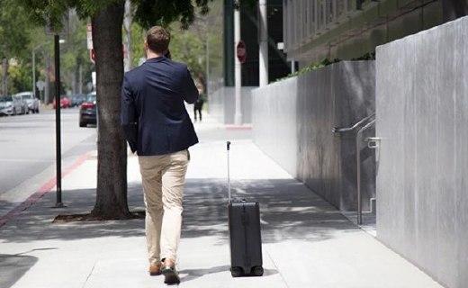 """出远门的小跟班,中国公司推出会""""自动驾驶""""的行李箱"""