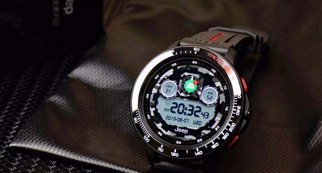 能打电话,能装软件,游泳佩戴也不怕,Jeep智能腕表