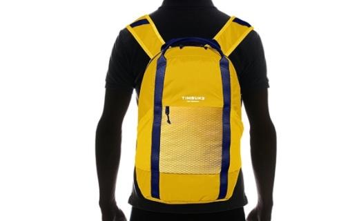 天霸Rift双肩背包:防泼溅轻质PU面料,轻便耐磨还能装