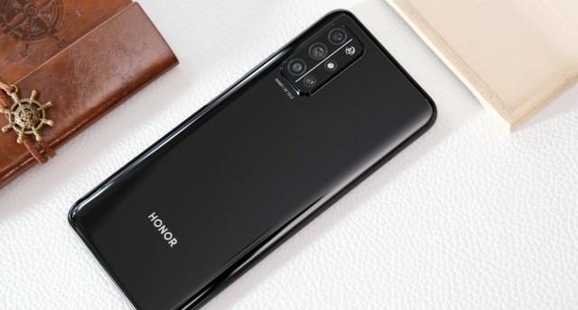 """荣耀30S进化论:5G旗舰级体验带来""""芯""""动瞬间"""