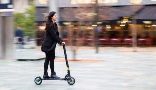 可以听歌聊微信的智能电动滑板车,出行新选择