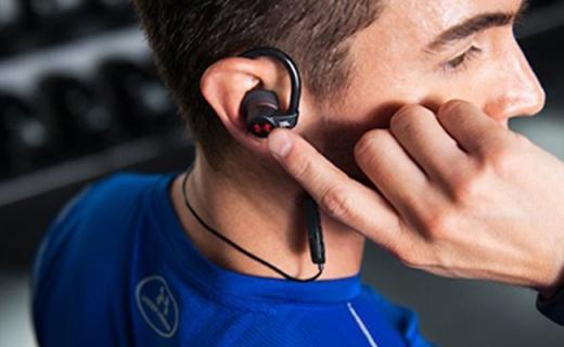 JBL UA heartrate運動耳機:防水防塵不易脫落,帶有心率監測