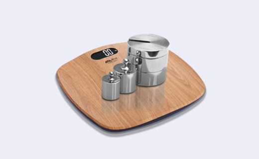 香山电子体重秤:流线型木纹面板,高精传感承重强大