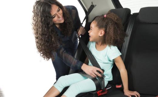 Mifold兒童座椅增高墊:輕松便攜三位防護,拋棄笨重的兒童座椅