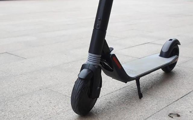 九号电动滑板车测评:能一键折叠的代步神器