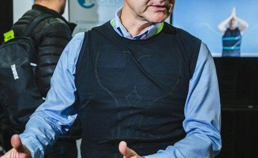 智能可穿戴醫療設備發布:T恤外形,可監測心臟病突發