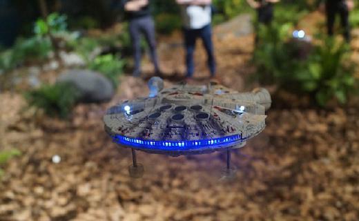 超逼真星戰無人機,讓你跟伙伴暢快激光大戰!