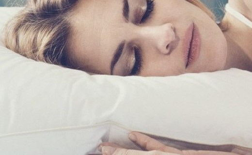 Fossflakes 全棉單人枕頭:專利枕芯自動調節睡眠姿式,進口面料機洗不變形