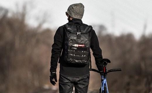 天霸电脑双肩背包:简约外型时尚百搭,工学肩带舒适减压