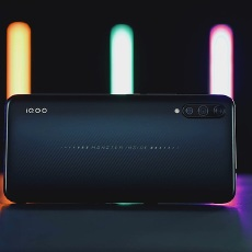 iQOO 手机测评:vivo 玩上性价?#26085;?#39321;还是劝退?