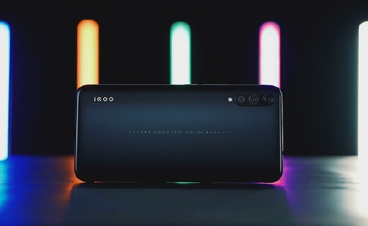 iQOO 手机测评:vivo 玩上性价比真香还是劝退?