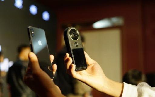 3998拍8KVR?全球首款便攜式8K全景相機發布,還能一機多用……