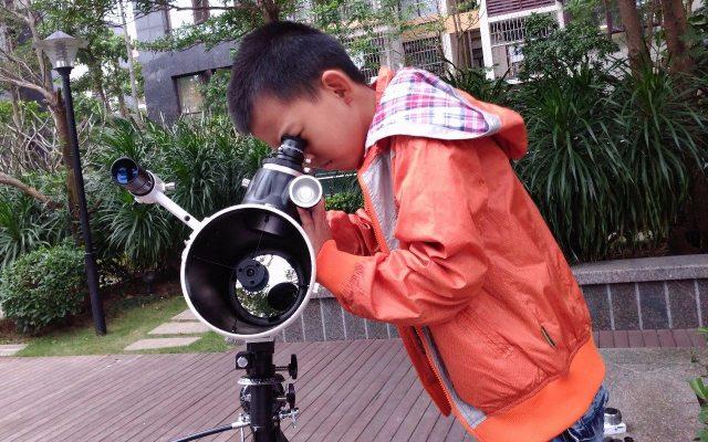 孩子夢想成為一名天文科學家?必須少不了這臺星特朗天文望遠鏡