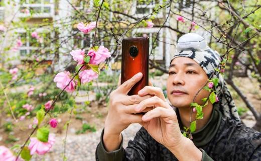 摄影师教你手机拍大片!人眼追焦轻松拍人,焦距丰富日常够用!
