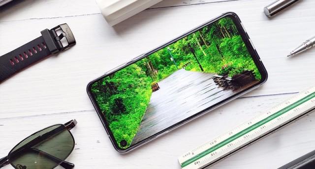 打孔屏+三摄值得买吗?三星Galaxy A8s评测