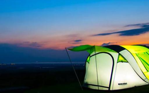 这个抖抖就能搭好的帐篷,竟然还能给手机充电!