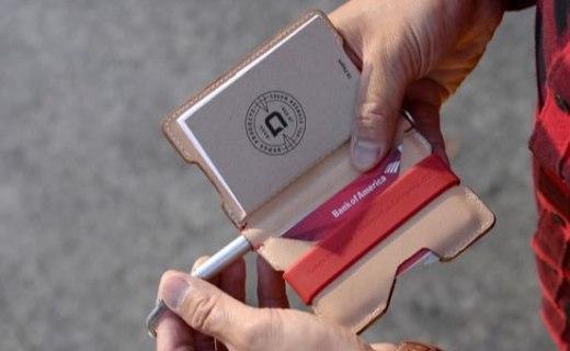 自带太空笔的多功能钱包,还能装下20张卡