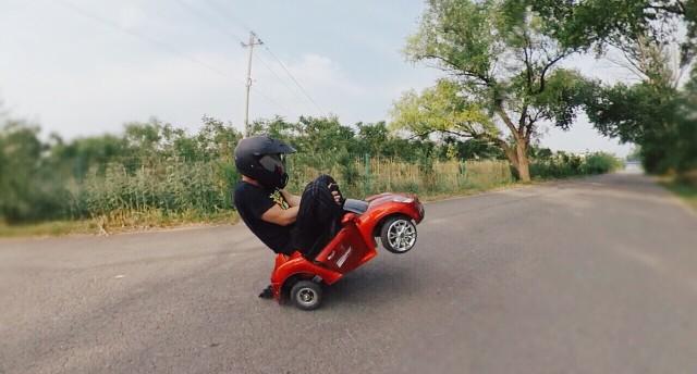 孩兒見哭 | 爆改兒童電動車,范迪塞爾式翹頭起步了解一下!