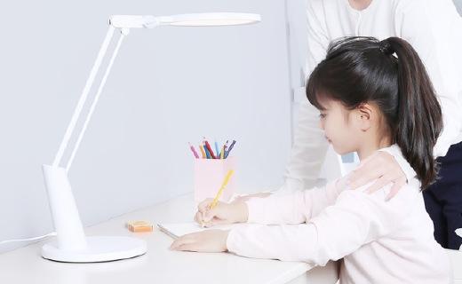 Yeelight智能護眼臺燈:柔和光源呵護無刺激,簡約觸控面板