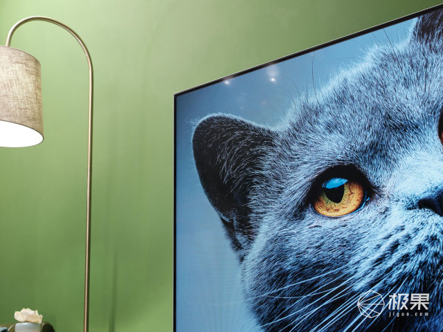 电视机也玩全面屏?买它送私人小秘书…高端大气正确打开原来是这样