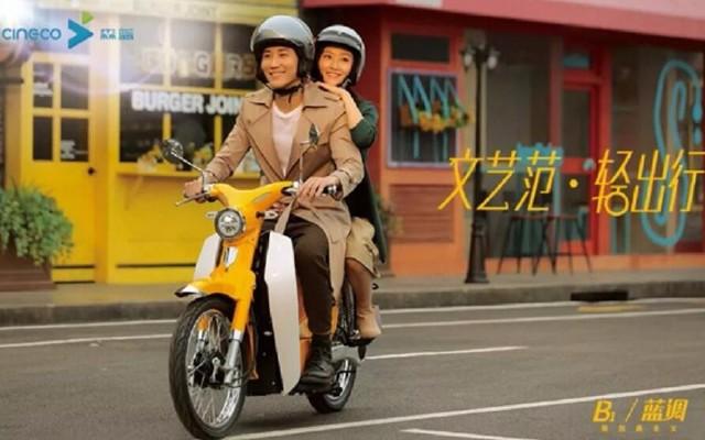 森蓝摩托车中的小清新