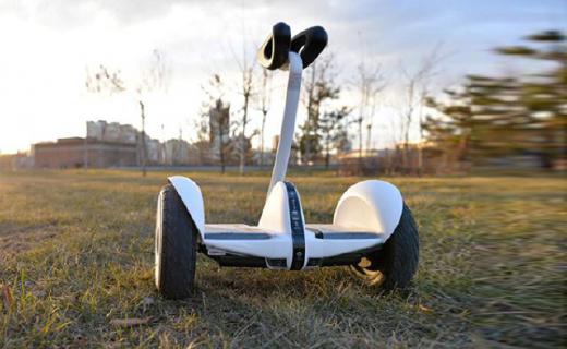 阿爾郎智能平衡車:可調節高度上手簡單,雨天路滑都不怕