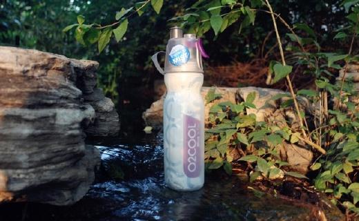 O2cool運動水壺:噴霧啜飲二合一,雙層保冷設計