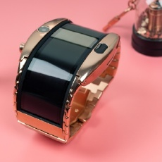 """这款产品震惊设计师:智能""""大金表?#20445;?#24069;气小姐姐都爱"""