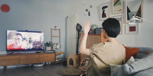 「万博体育max下载」能拍照、能K歌、能视频,还能听懂你的话!这款电视成精了!