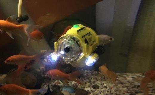 银辉玩具潜水艇:带有鱼食投喂器,可红外拍摄录制视频
