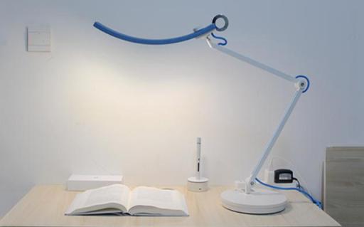 冷暖色溫自由調節,無頻閃減緩視覺疲勞 —— 明基WiT護眼臺燈體驗
