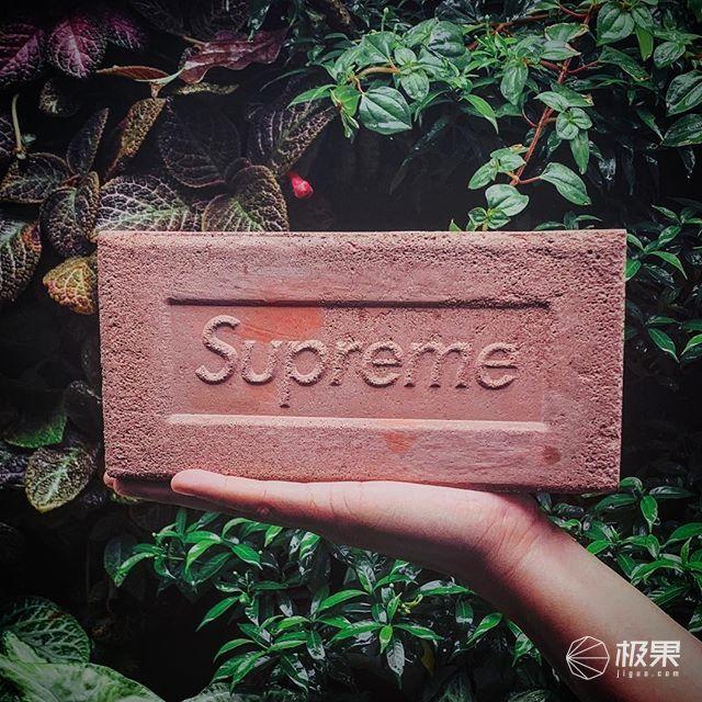 死后也可以很潮流!联名怪Supreme都出过什么奇葩作?