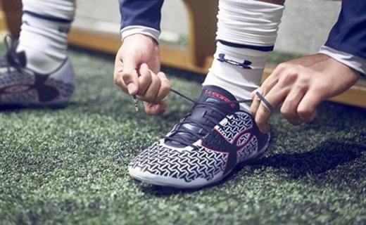 安德瑪Speed Force III足球鞋:緊致舒適,支撐有力腳感好