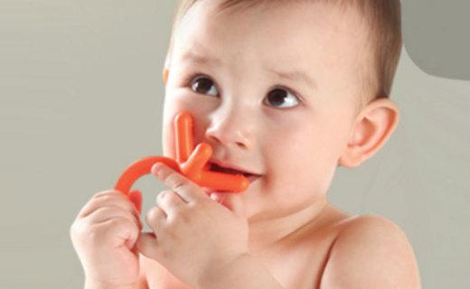 Comotomo牙咬膠:醫用硅膠安全健康,磨牙期寶寶必備
