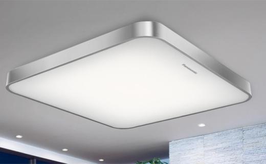 松下LED客厅灯:无极调光?#35270;?#22810;种环境,简约设计贴合家居