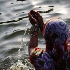 百毒不侵的印度人有多可怕?凈飲機都過濾不了恒河水