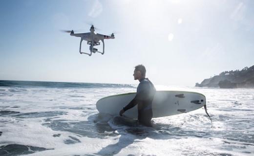 大疆精灵3飞行器:科技党必备,高清摄录简单易上手