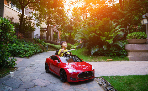 3歲老司機開特斯拉model S實力撩女星