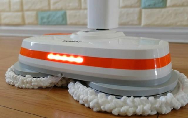 摆脱线性束缚 拖地毫不费力 BOBOT 8300电动拖把体验