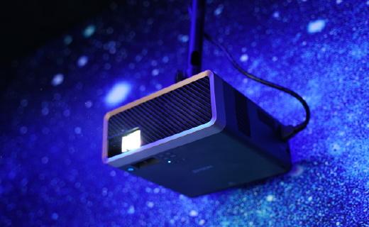 「新東西」全球首款激光3LCD智能投影機,愛普生告訴你墻有多大,屏幕就有多大!