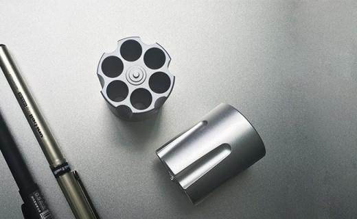 CROSSLINE金屬彈夾筆筒:鋁合金一體成型, 六孔收納簡約耐看