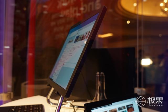 「CES2020」聯想折疊屏電腦將開賣!售價2499美元,經過30000次折疊測試