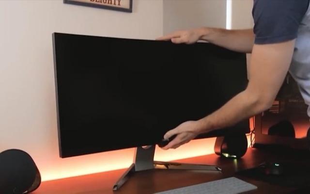 BenQ明基带鱼屏显示器