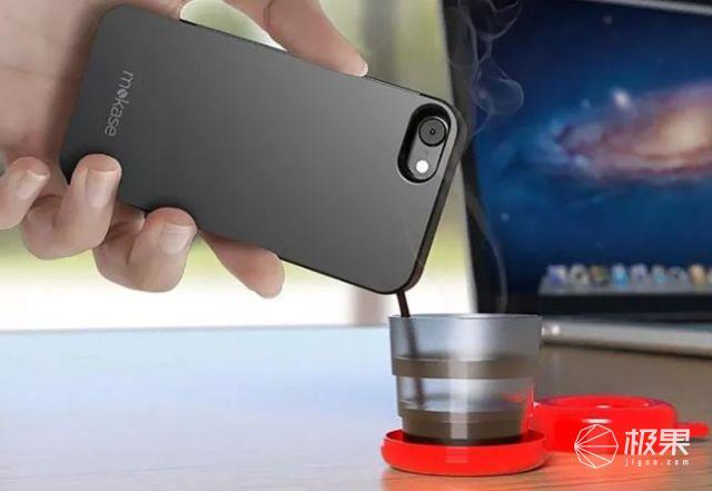 国外小哥发明手机壳:重度咖啡患者必备,就是容量少的可怜...